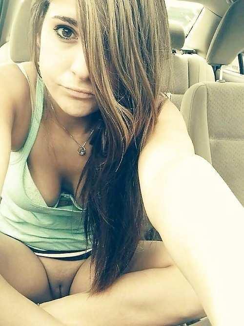 V autě nahá